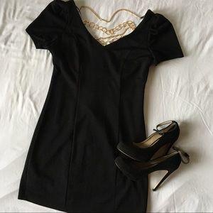 Dresses & Skirts - ✨Black Cocktail Gold Chain Mini Dress✨